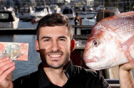 Nelayan Beruntung Dapat Ikan 'Bertuah'