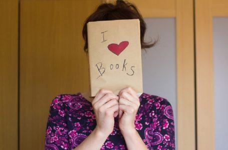 Setuju Tak? 10 Perangai-Perangai Pelik Pencinta Buku