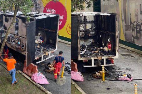 Viral Gambar Lori Kurier Terbakar, Netizen Ucap RIP Barang Sale 11.11