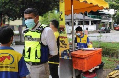 Ketua Polis Petaling Jaya Belikan Handphone Untuk Pelajar 14 Tahun
